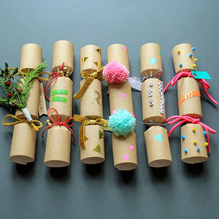 Christmas Crackers Diy  1000 ideas about Christmas Crackers on Pinterest