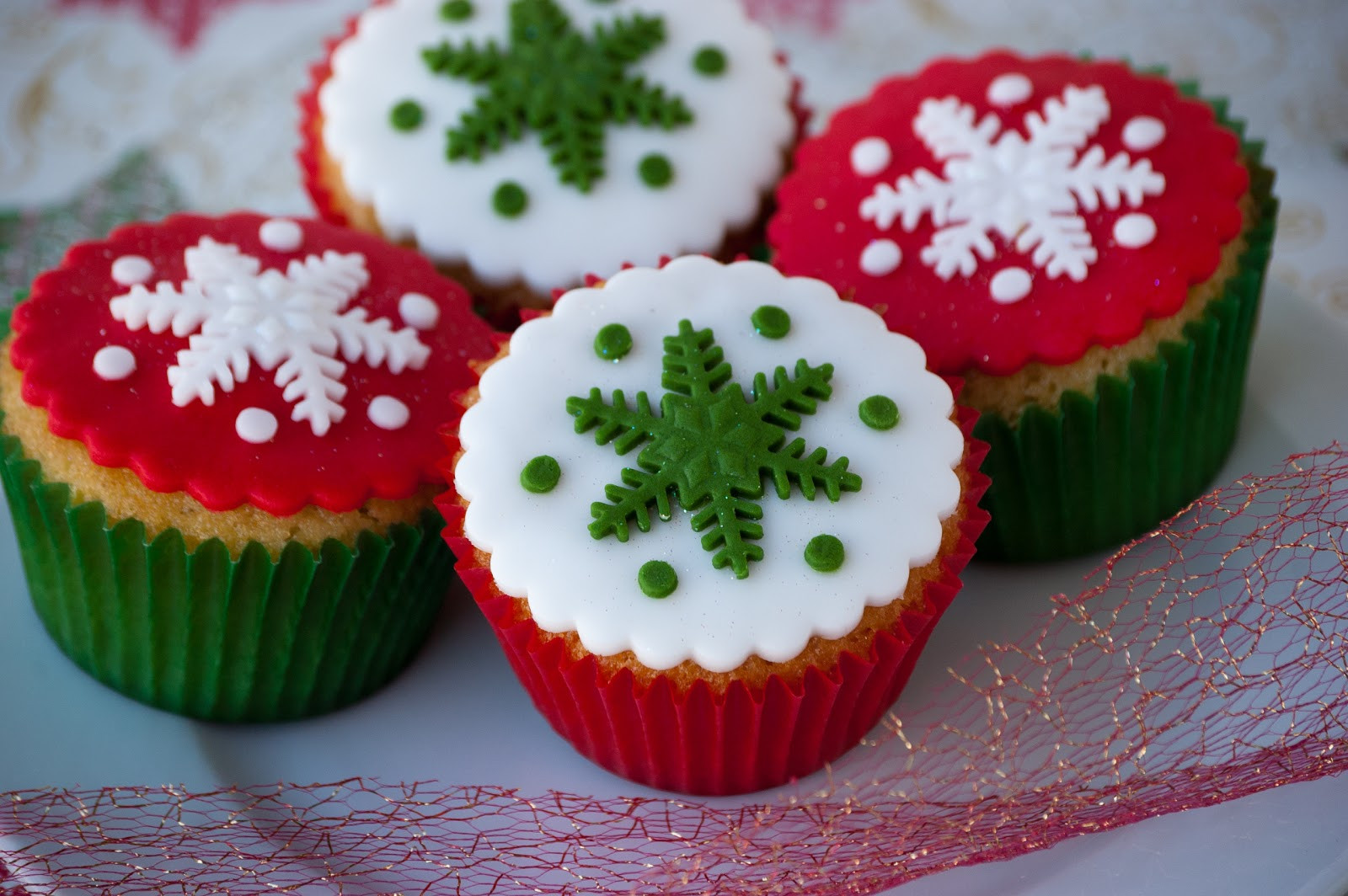 Christmas Cup Cakes  Cupcakes Are My New Love Christmas Cupcakes