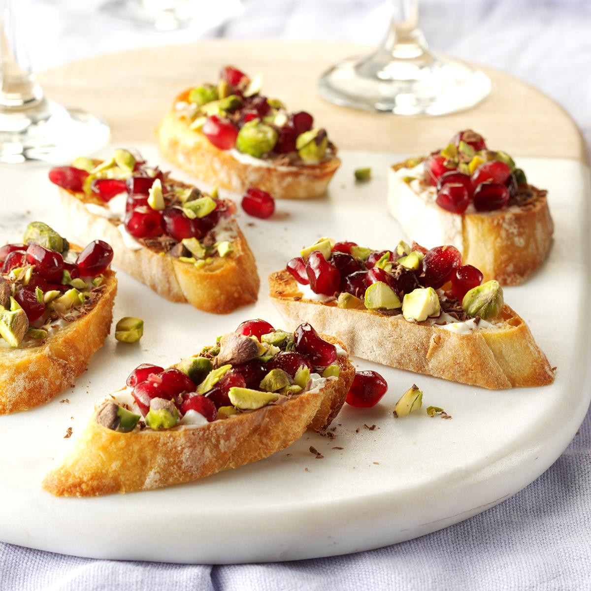 Christmas Dinner Appetizers  40 Easy Christmas Appetizer Ideas Perfect for a Holiday