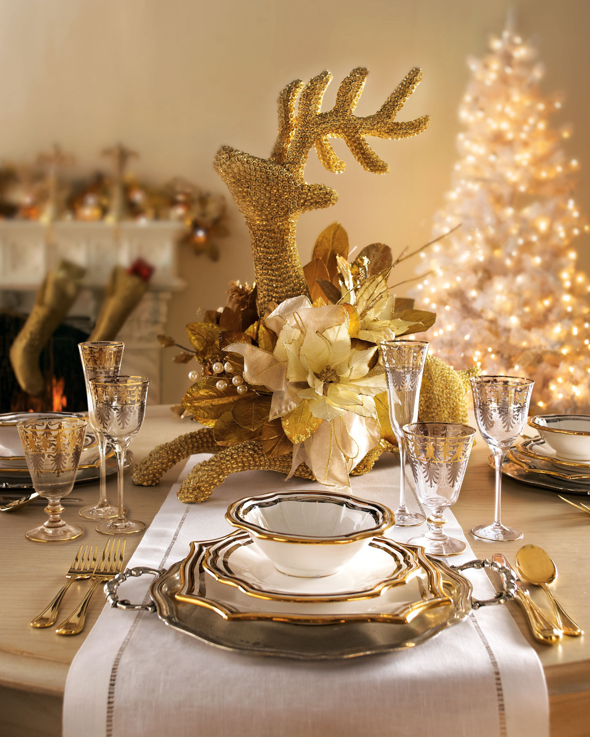 Christmas Dinner Table Decorations  A Golden Xmas