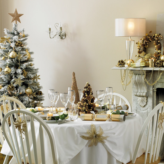Christmas Dinner Table Decorations  Anyone Can Decorate Christmas Dining Table Decorating Ideas