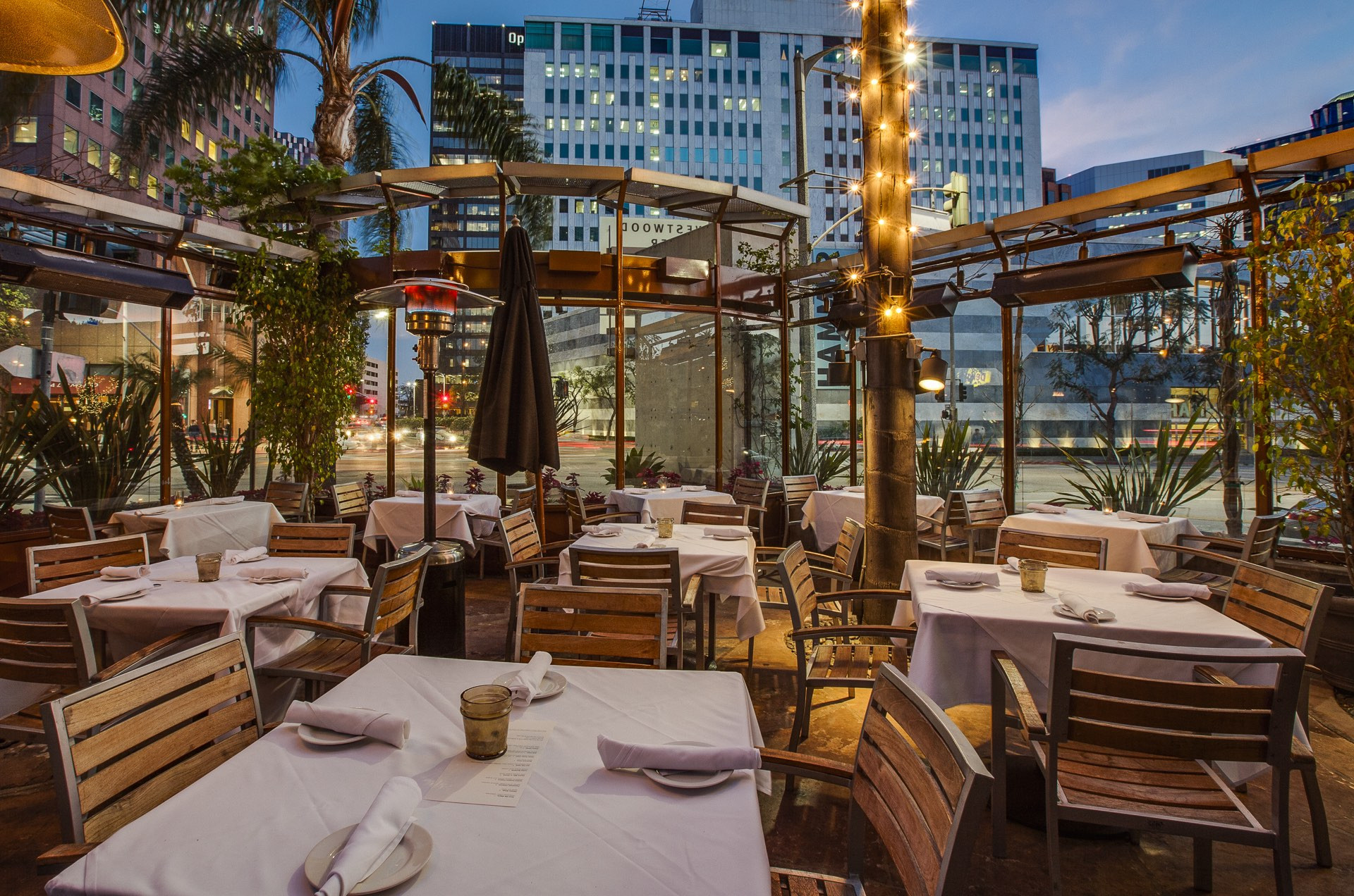 Christmas Dinners Los Angeles  Where To Eat Christmas Eve Dinner 2016 In Los Angeles