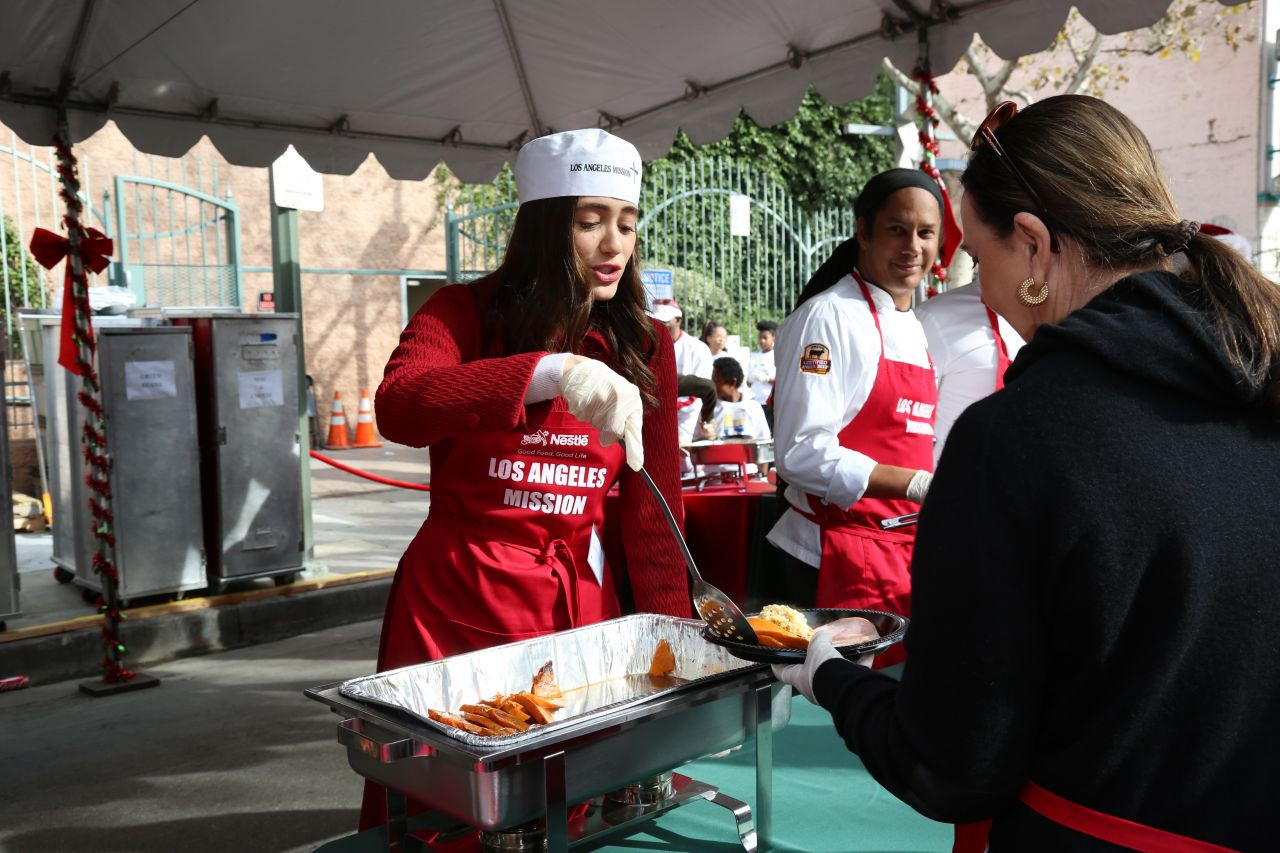 Christmas Dinners Los Angeles  Emmy Rossum Christmas Dinner for The Homeless at The Los