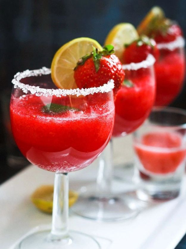 Christmas Drink Recipes With Alcohol  Best 25 Holiday drinks ideas on Pinterest