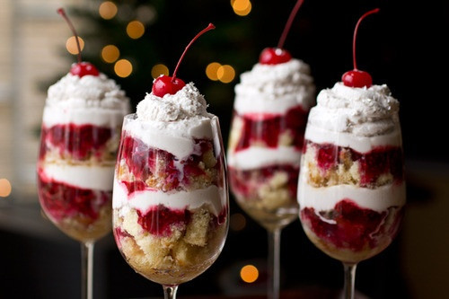 Christmas Eve Desserts  Yummmy and also makes a great dessert to bring to a