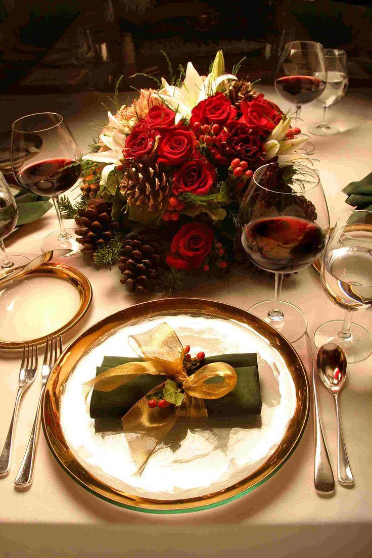 Christmas Eve Dinner  Best 25 Christmas dinner tables ideas on Pinterest