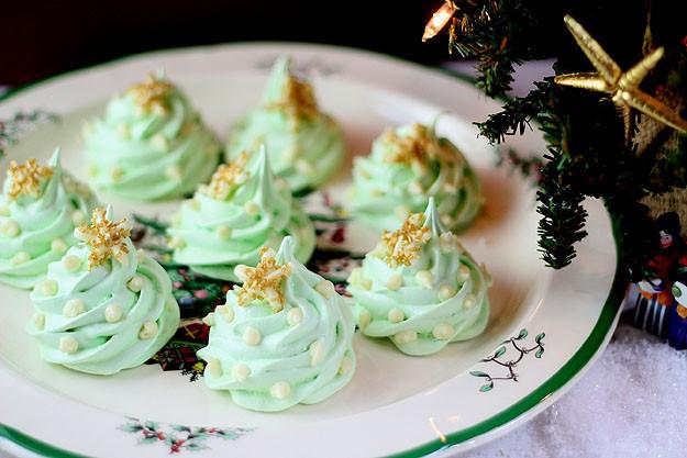 Christmas Meringue Cookies  Christmas Tree Meringue Cookies with White Chocolate