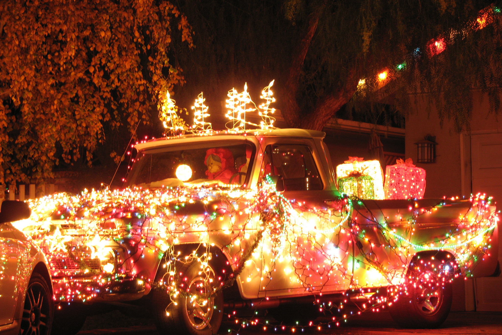 Christmas On Candy Cane Lane  15 Best Places to See Christmas Lights in Los Angeles