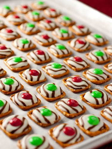 Christmas Pretzels Recipes  Christmas treats Pretzels and Treats on Pinterest