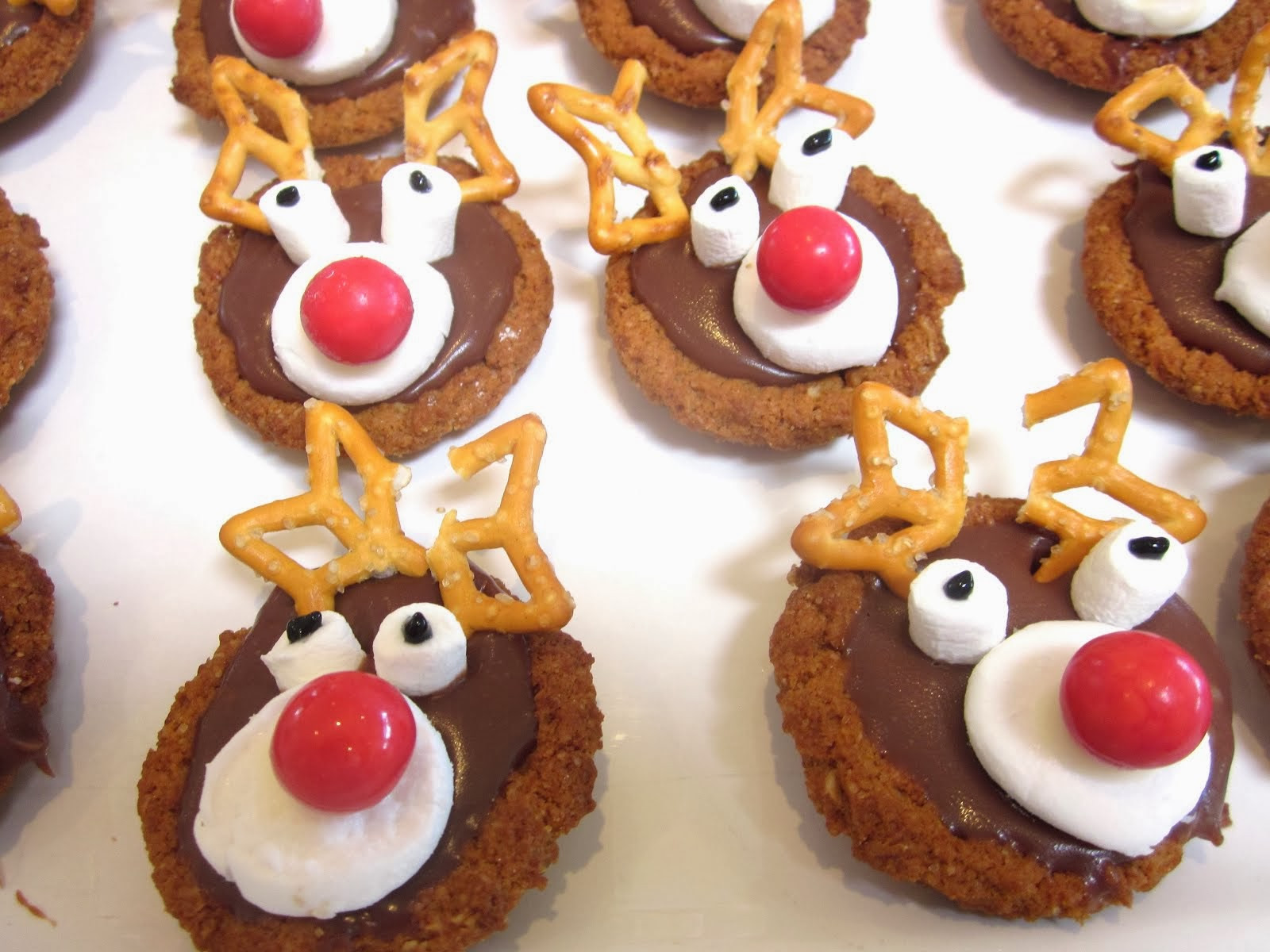 Christmas Reindeer Cookies  Kiwi Fruit and Strawberry Christmas Tree Platter