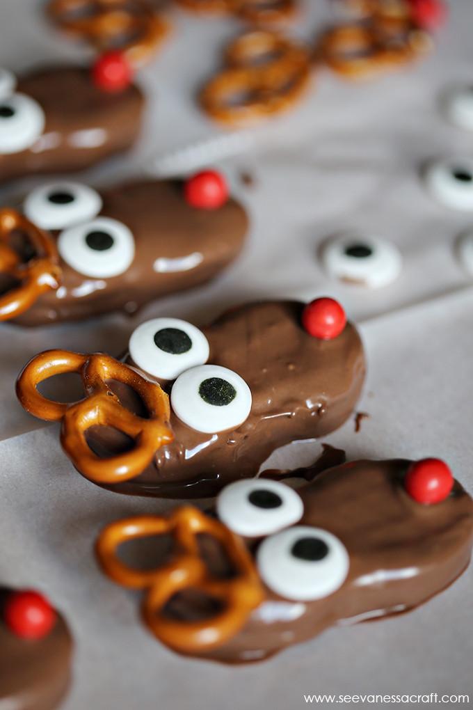Christmas Reindeer Cookies  Christmas Nutter Butter Reindeer Cookies See Vanessa Craft