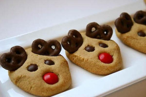Christmas Reindeer Cookies  15 Delicious Winter Wedding Desserts