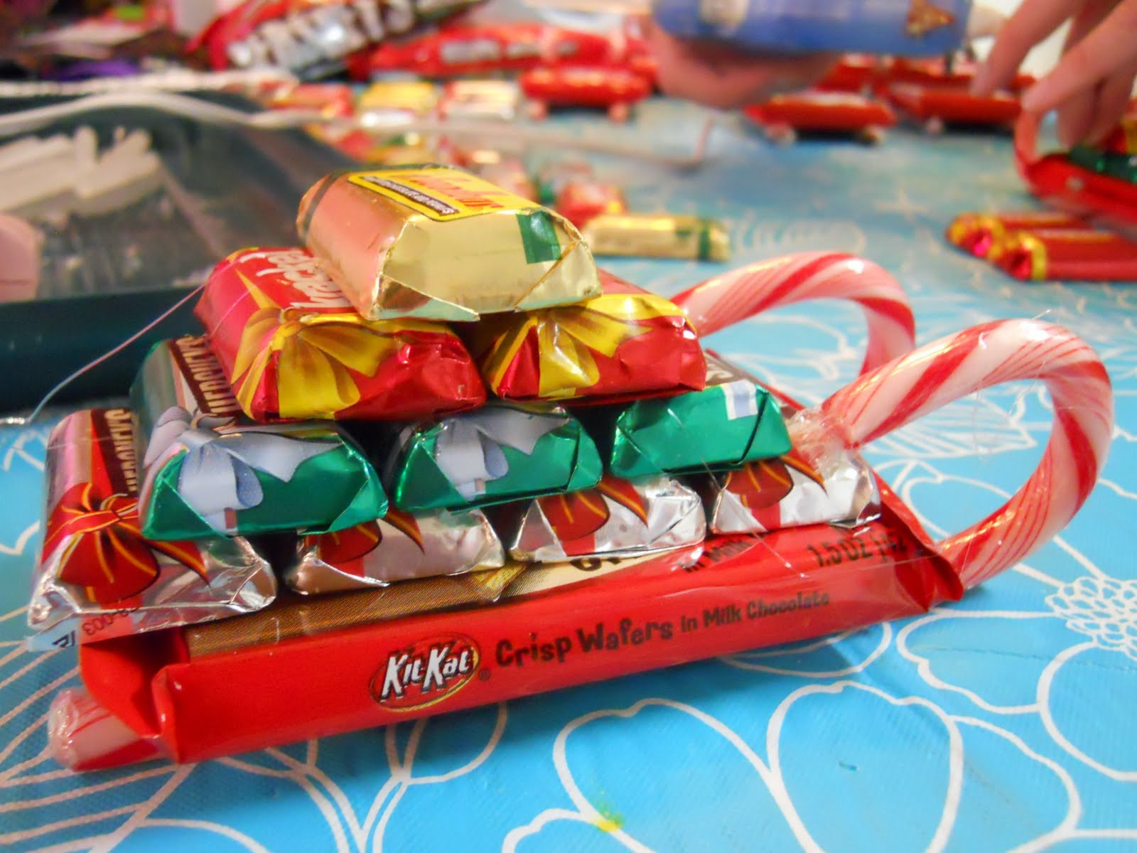 Christmas Sleigh Made Out Of Candy  ellyn s place candy sleighs