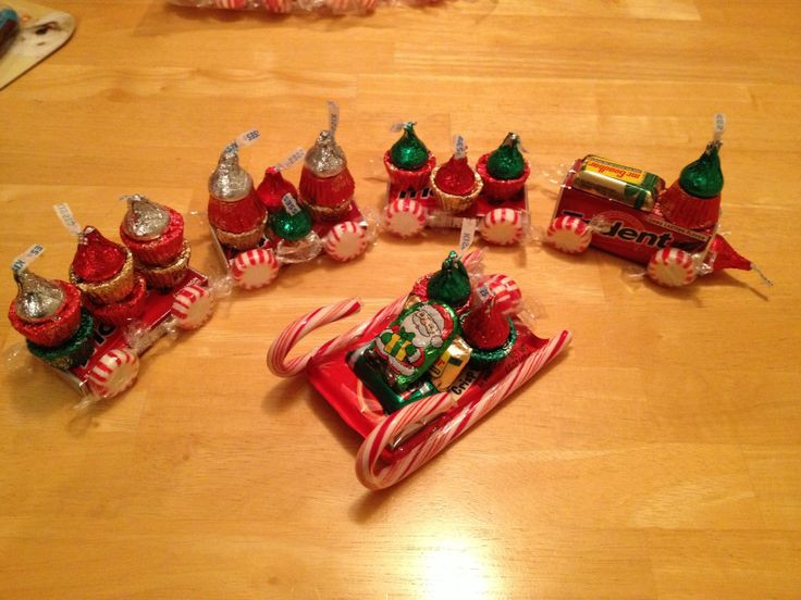 Christmas Sleigh Made Out Of Candy  Christmas Train & Sleigh made out of candy treats