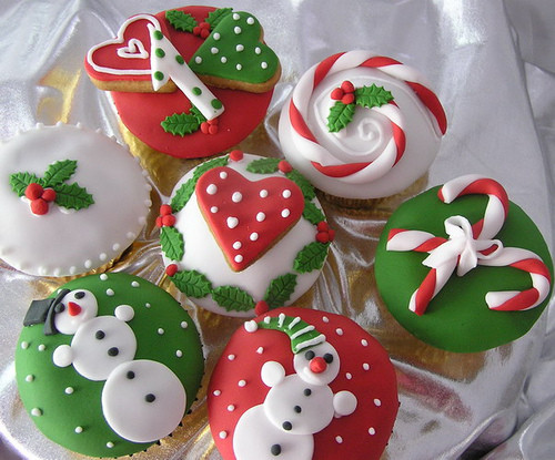 Christmas Themed Cupcakes  Cupcake Wishes & Birthday Dreams December 2011
