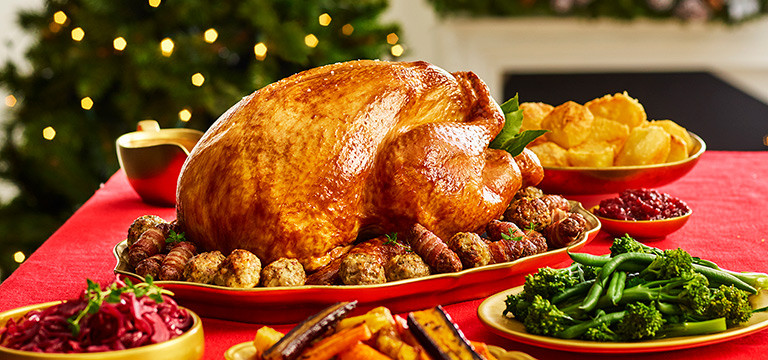 Christmas Turkey Dinner  How To Cook A Turkey Christmas Dinner Tips & Timings from