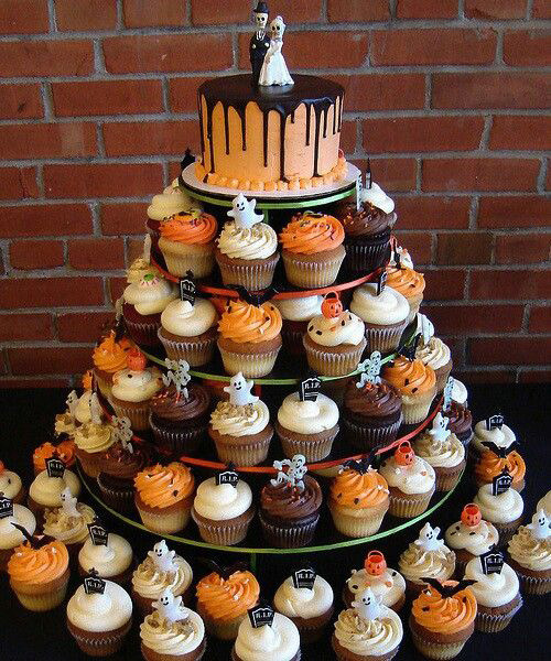 Cool Halloween Cup Cakes  Halloween themed weddings