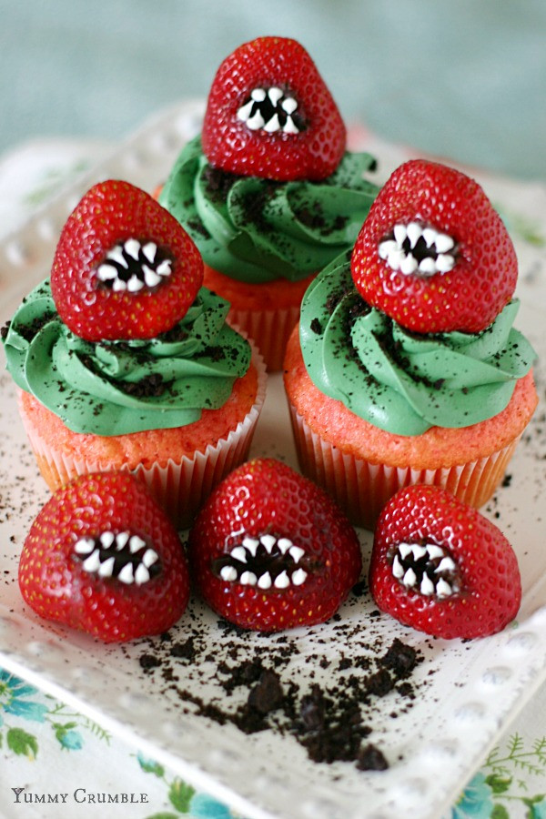 Cool Halloween Cup Cakes  35 Halloween Cakes Cookies And Cupcakes To Try And Make