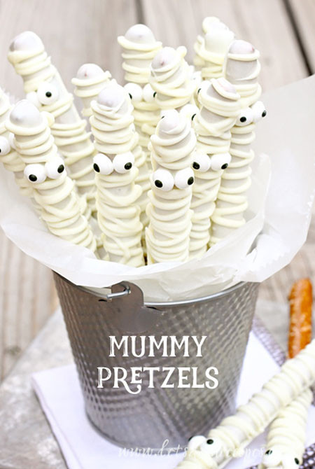 Cool Halloween Desserts  28 Amazingly Cool Halloween Dessert Ideas 2016 Easyday