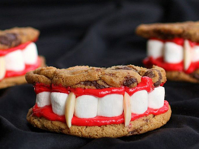 Cool Halloween Desserts  Halloween Party Snacks and Spooky Desserts You Can