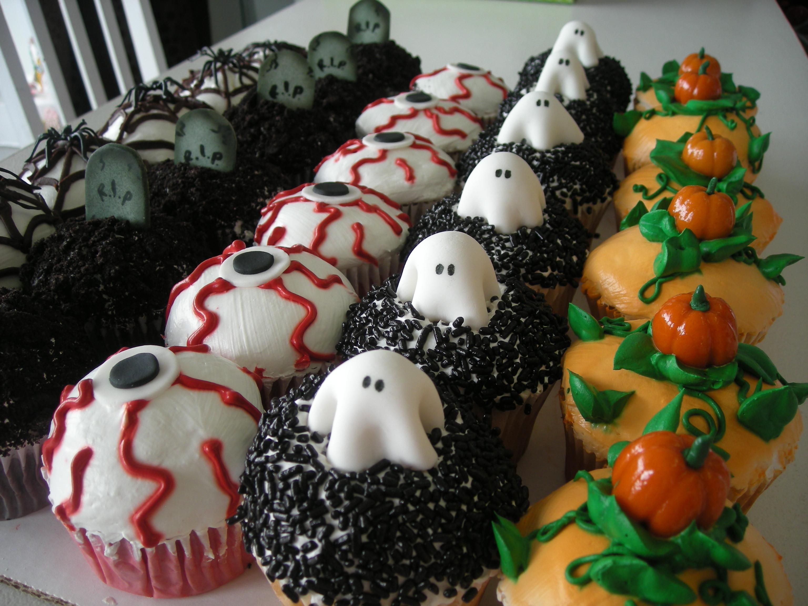 Creepy Halloween Cupcakes  Halloween