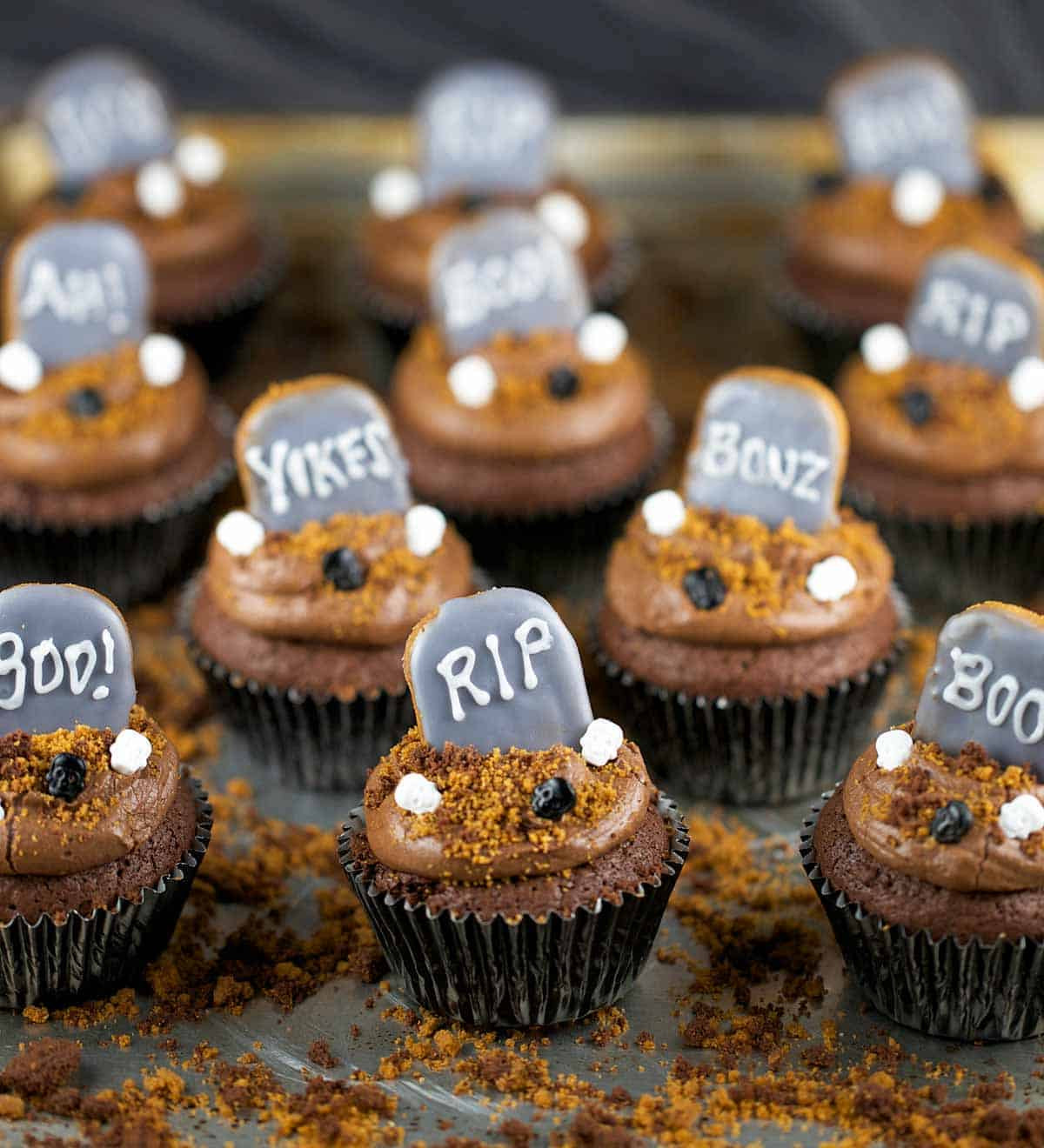 Cupcakes De Halloween  Halloween Graveyard Brownie Cupcakes