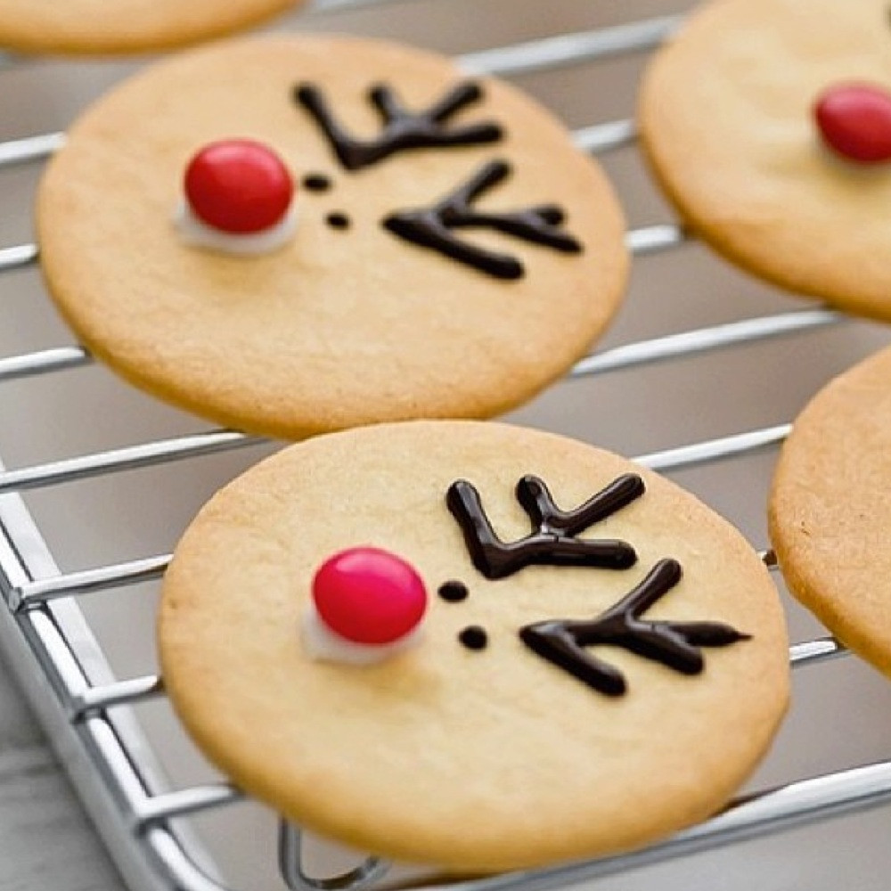 Cute Easy Christmas Cookies  Holiday dessert ideas you can make with your kids