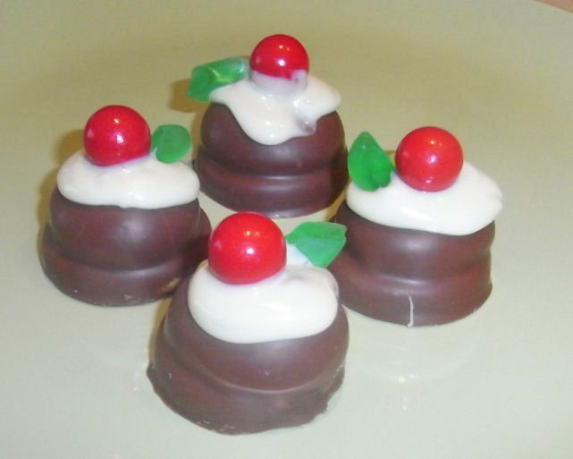 Cute Easy Christmas Desserts  Another simple yet cute topper that can be used for all