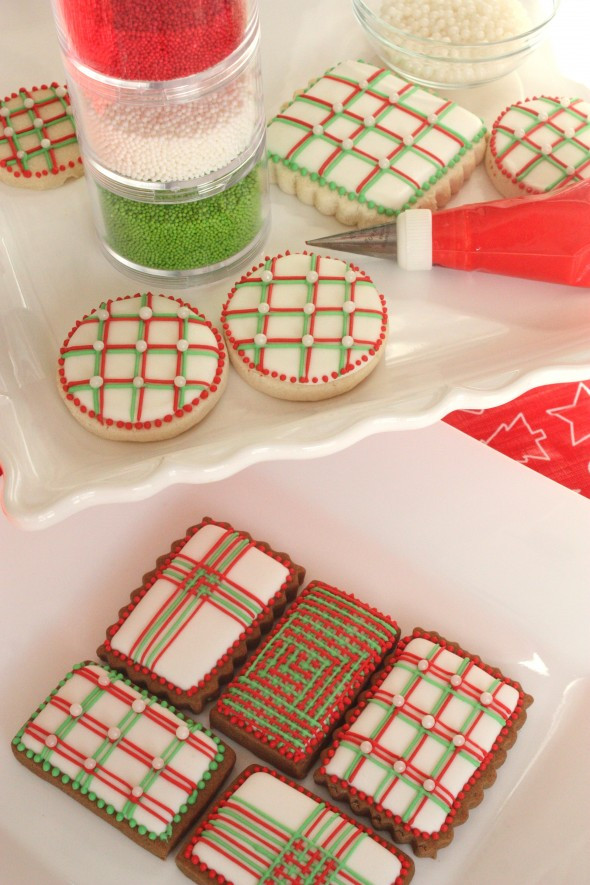 Decorating Christmas Cookies With Royal Icing  Video How to Pipe Lines With Royal Icing Top 10 Tips