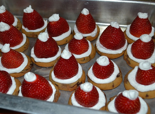 Easy Christmas Cookies To Make  22 Easy Christmas Treats For Your Kids This Holiday