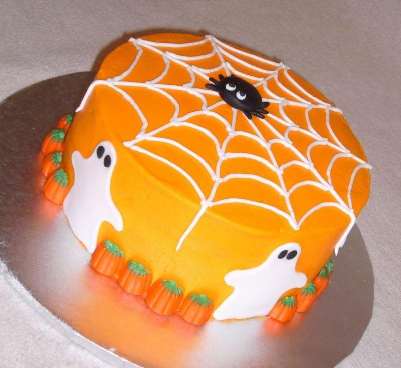 Easy Halloween Cakes  This is a cute Halloween cake Halloween
