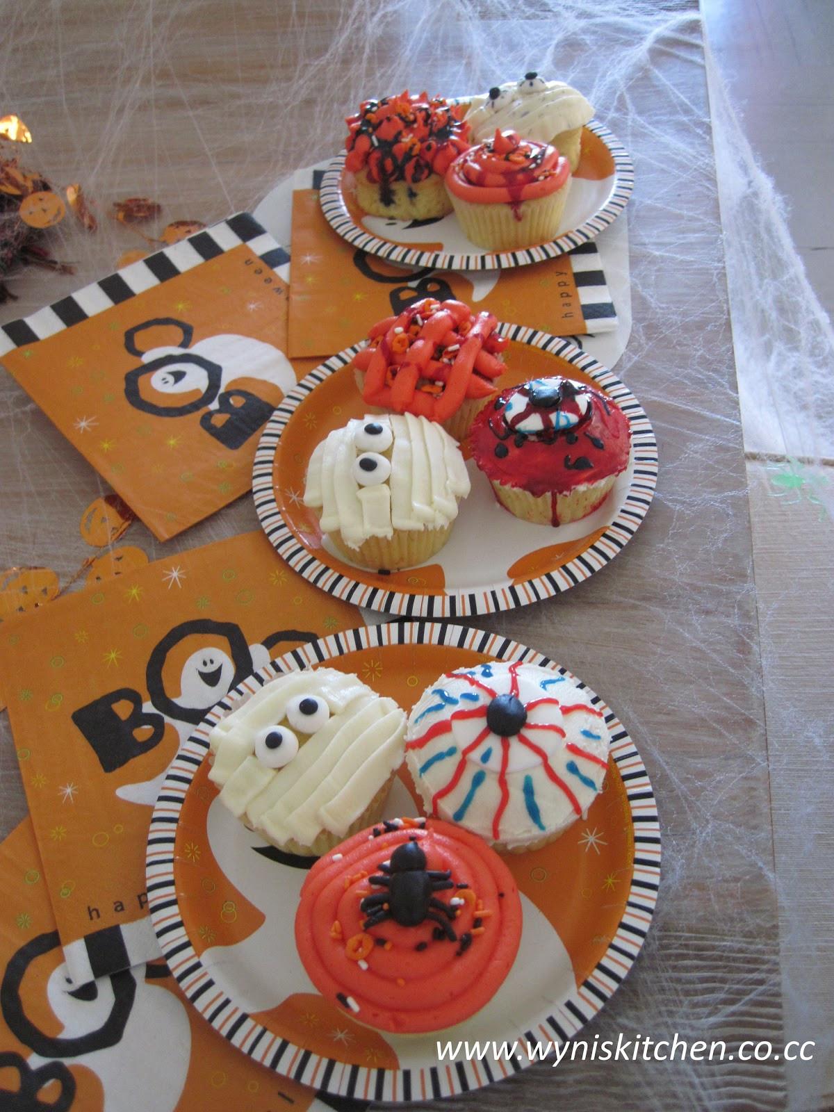 Easy Halloween Cupcakes  Fun and Easy Halloween Cupcakes