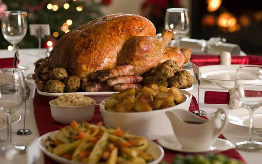 English Christmas Dinner  English Christmas traditions and how to celebrate them in