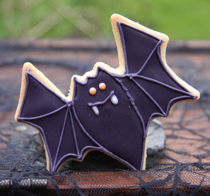 Halloween Bat Cookies  1000 images about ANIMAL Bat Cookies on Pinterest