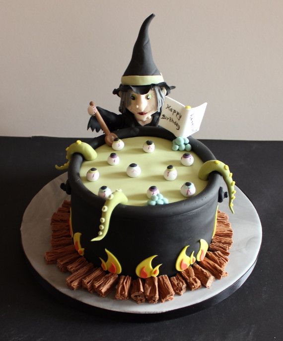 Halloween Cakes Images  37 Cute & Non scary Halloween Cake Decorations family