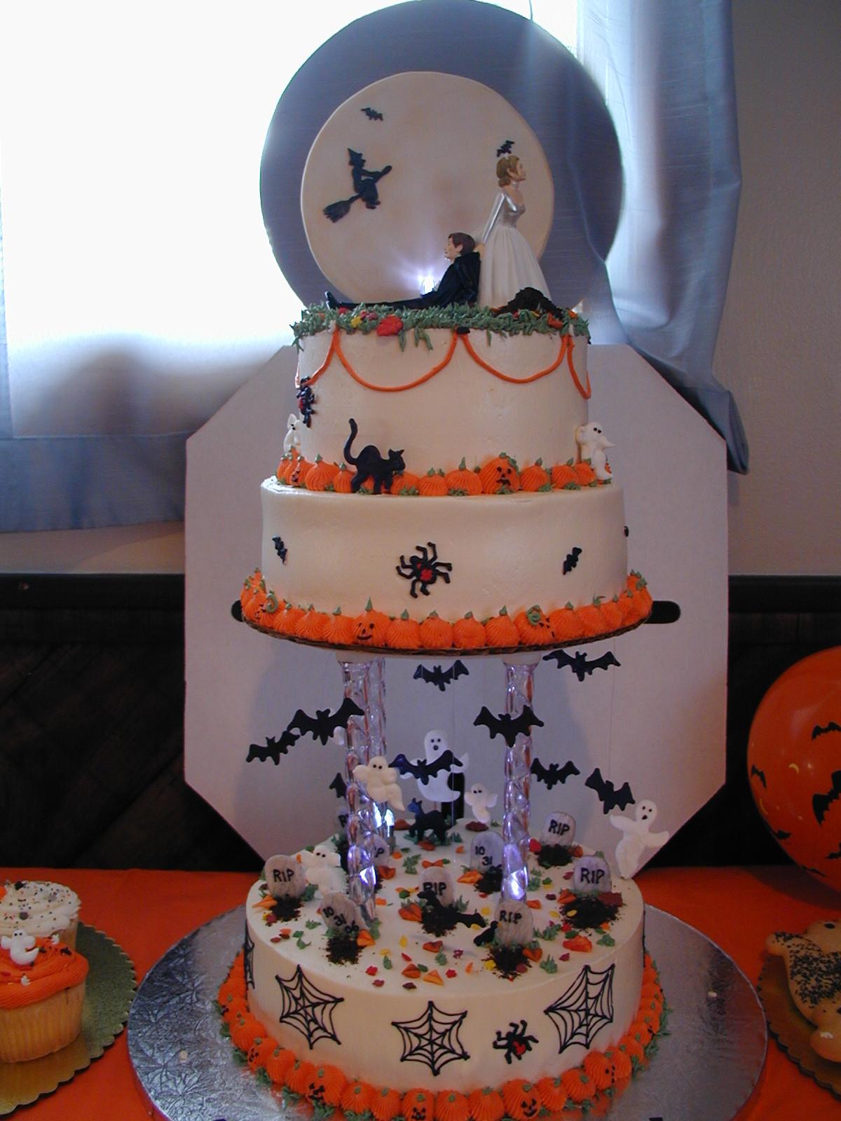 Halloween Cakes Images  Halloween Wedding Cake Cake Idea Red Velvet