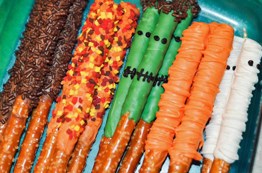 Halloween Chocolate Covered Pretzels  10 Halloween Recipes Mommy s Fabulous Finds