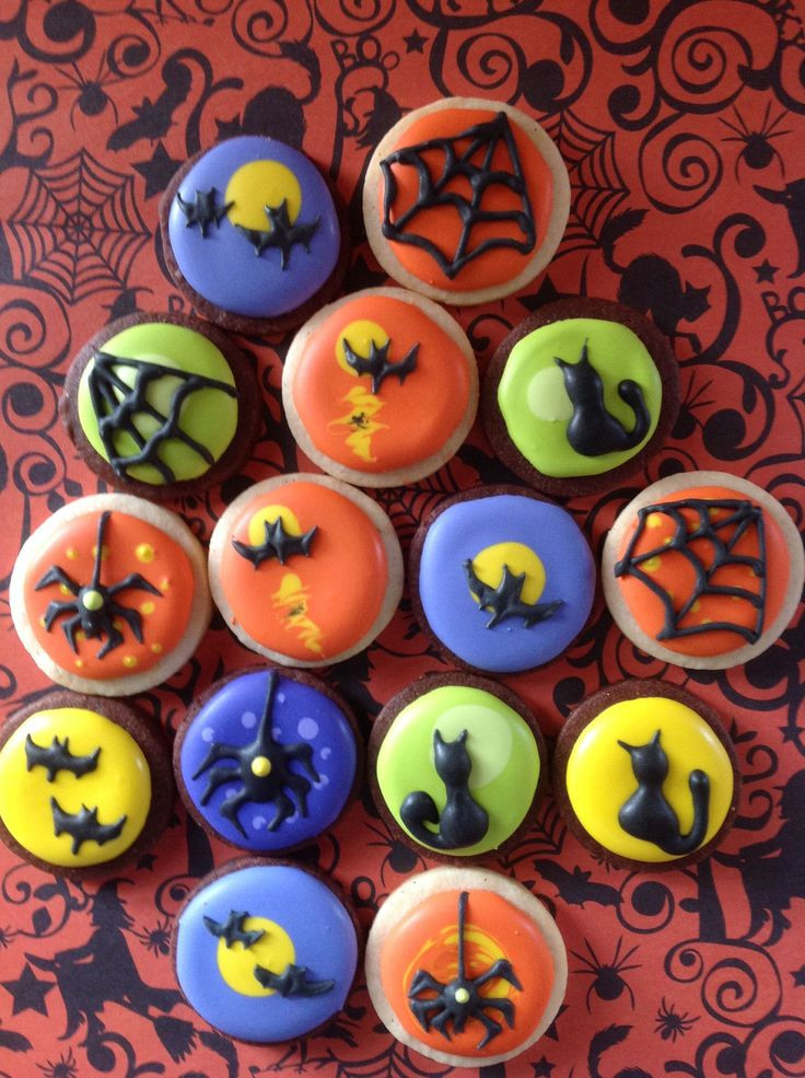 Halloween Cookies Decorating  113 best round cookies decorated images on Pinterest