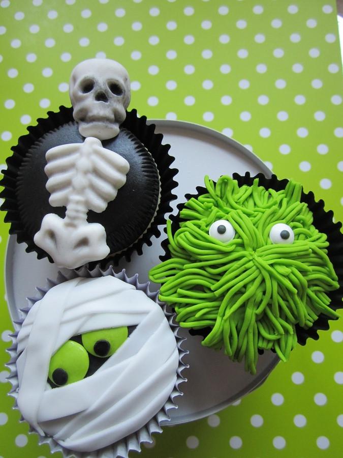 Halloween Cupcakes Decorating Ideas  More Halloween Cupcake Decorating Ideas Cupcake Fanatic