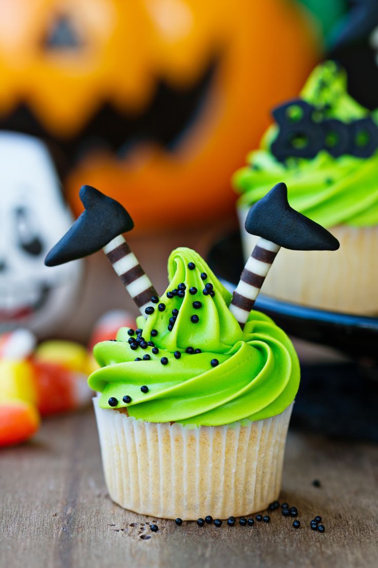 Halloween Cupcakes Pinterest  Best 25 Halloween cupcakes decoration ideas on Pinterest