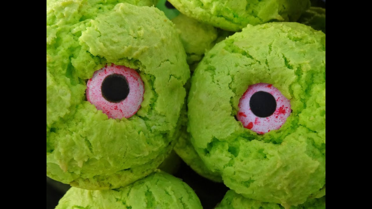 Halloween Eyeball Cookies  Monster Eye Cookies for Halloween with yoyomax12