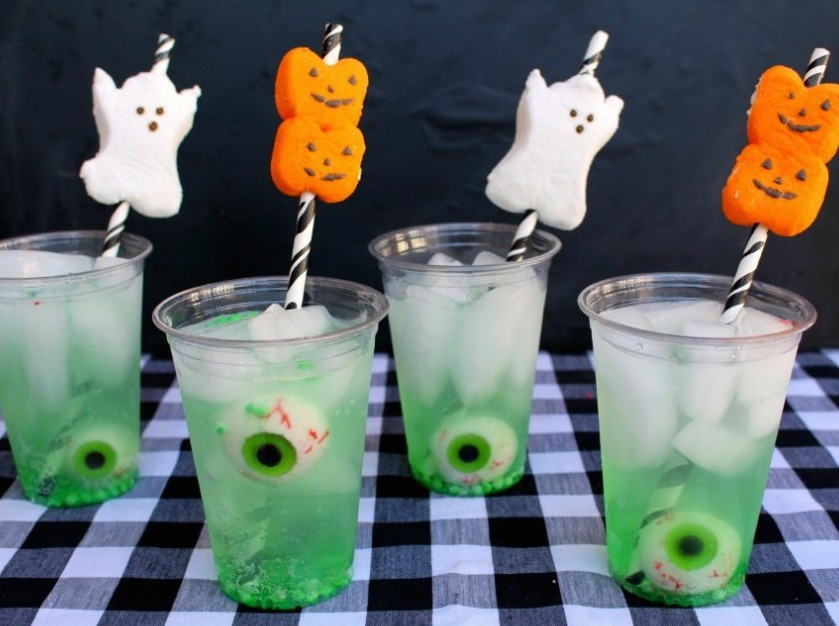 Halloween Food And Drinks  10 Spooky Halloween Drink Recipes to Scare Your Friends