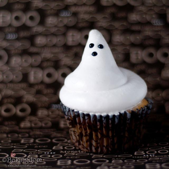 Halloween Ghost Cupcakes  BEST Halloween Treats