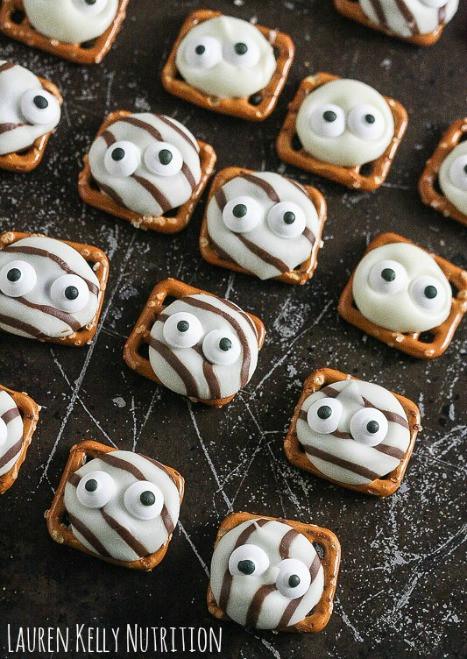 Halloween Pretzels Treats  25 Fun Halloween Party Treat Ideas