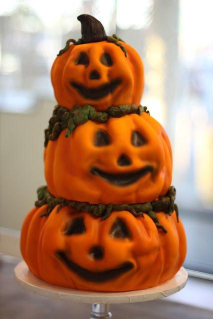 Halloween Pumkin Cakes  Halloween cakes 46 Pics
