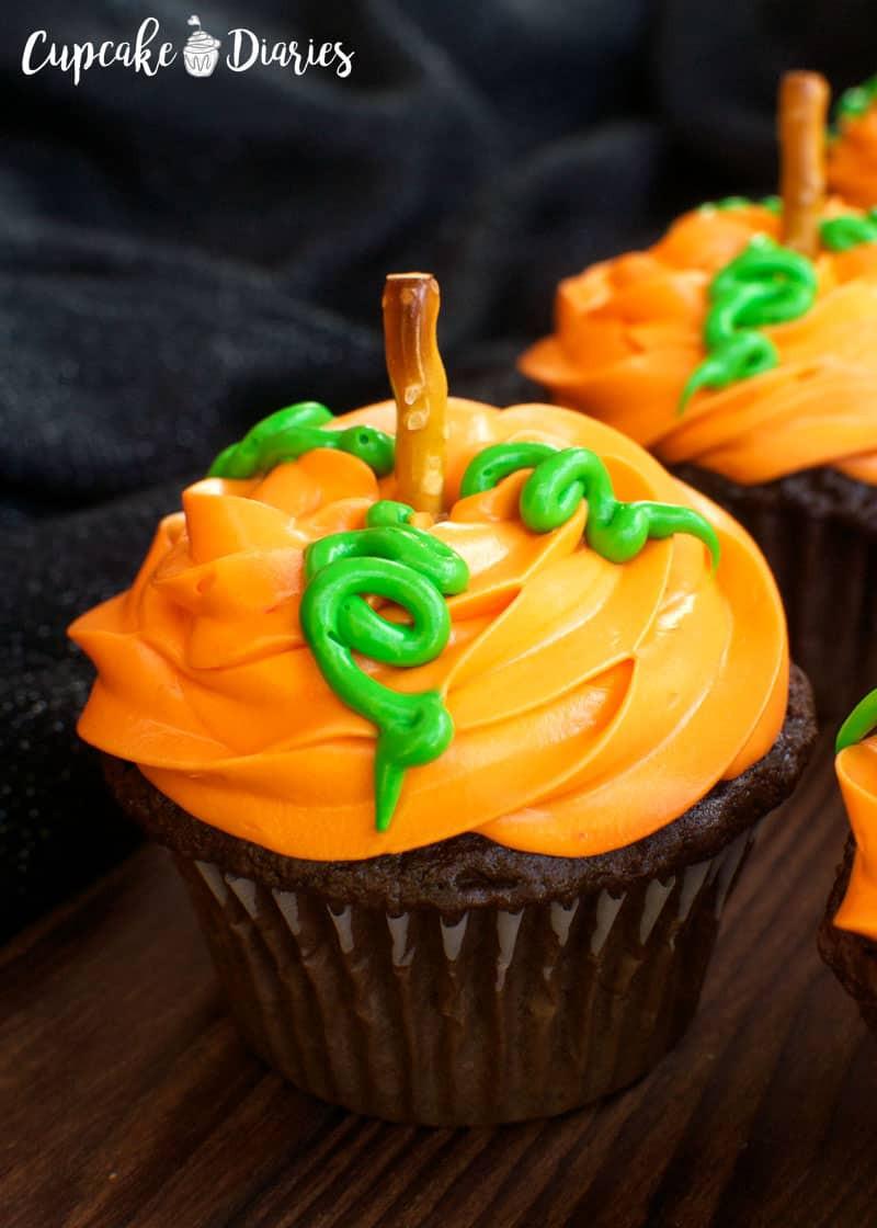 Halloween Pumpkin Cupcakes  Pumpkin Patch Cupcakes 30 Days of Halloween 2016 Day 14