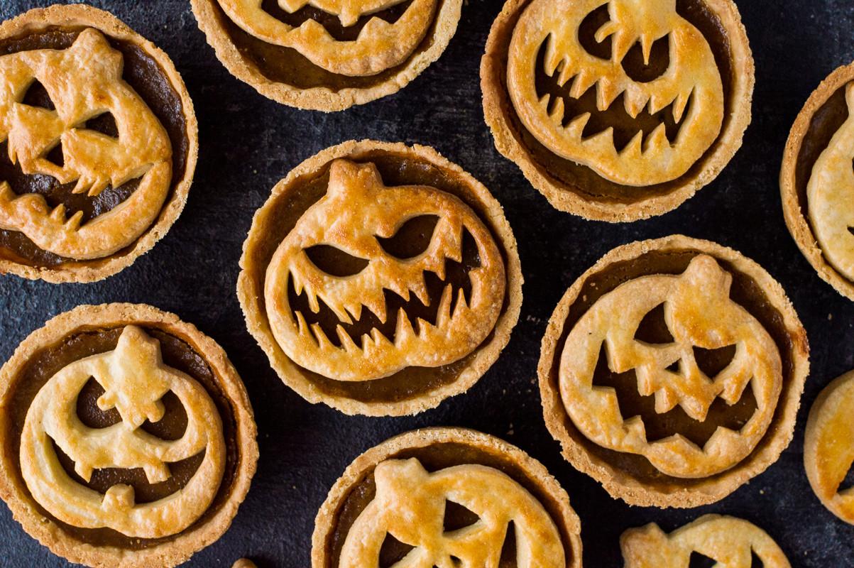 Halloween Pumpkin Pie  Halloween Jack O Lantern Pumpkin Pies Domestic Gothess