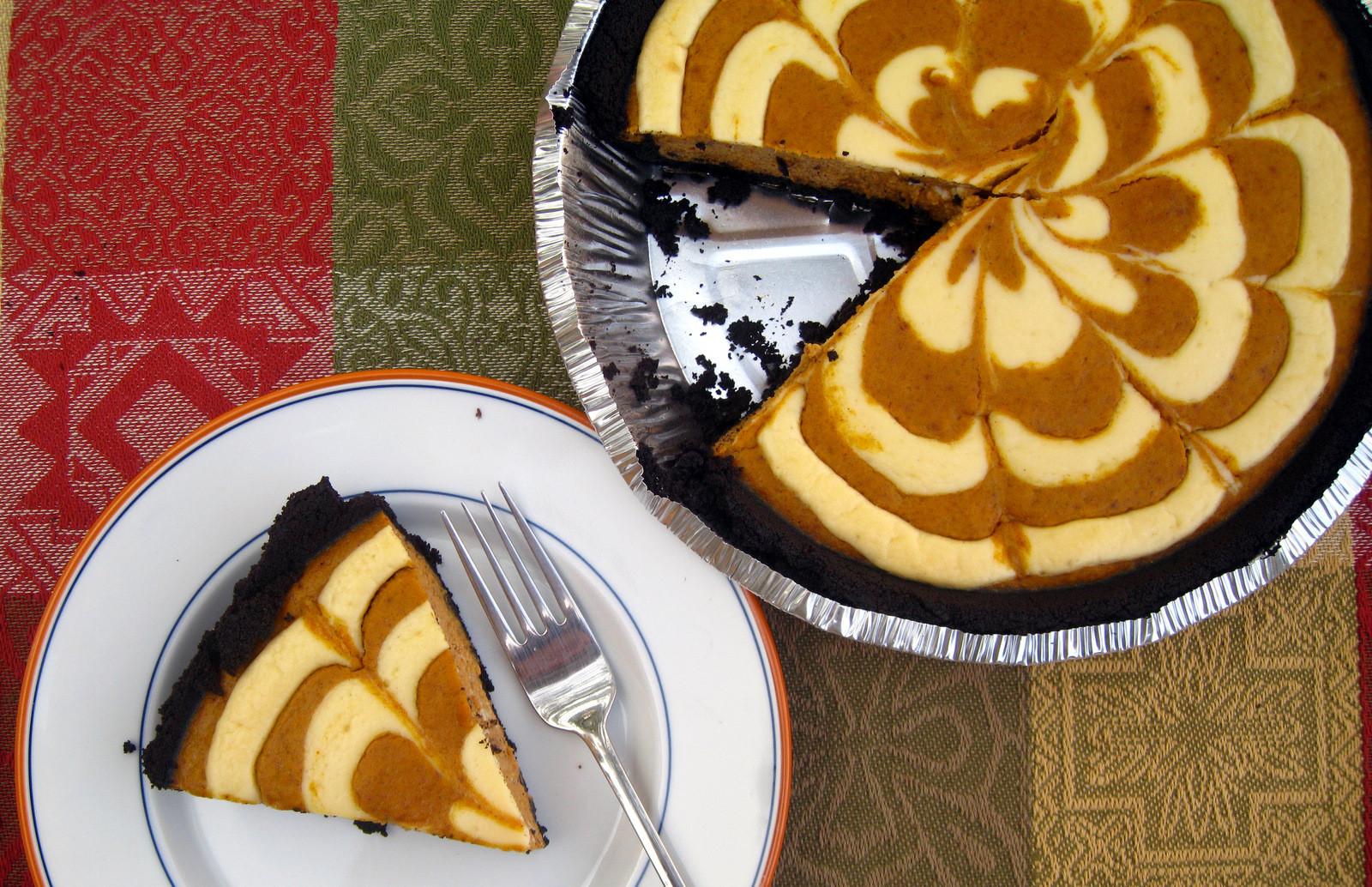 Halloween Pumpkin Pie  Halloween Pumpkin Cheesecake Pie