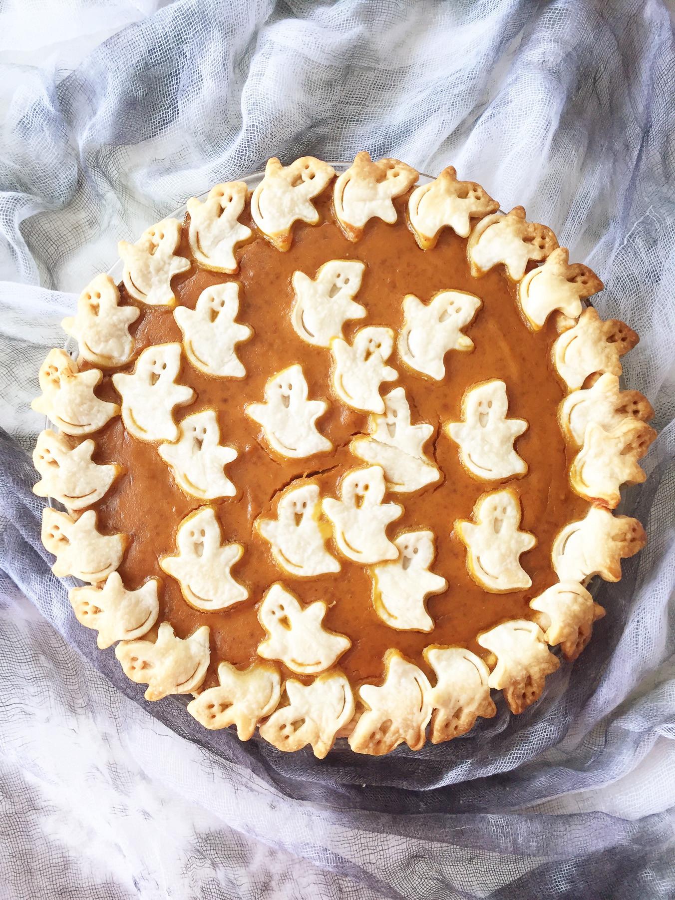 Halloween Pumpkin Pie  Halloween Pumpkin Pie A Pretty Life In The Suburbs