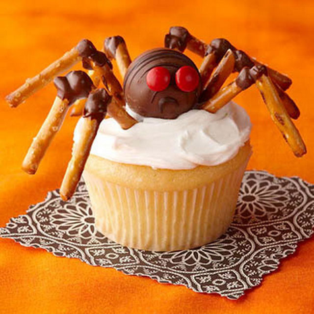 Halloween Spider Cupcakes  20 Awesome Fun Foods for Kids